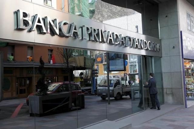 Policía española recaba en Andorra datos de clientes de Banco Madrid