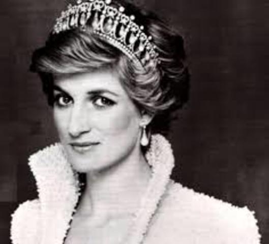 Princess Diana dies in car crash