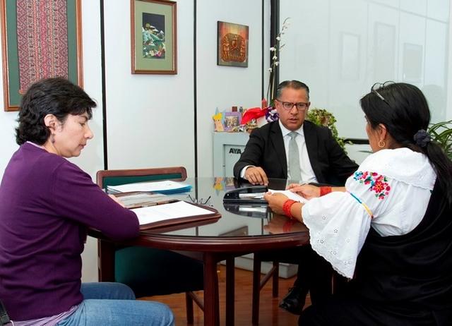 Raúl Vallejo inscribe su candidatura