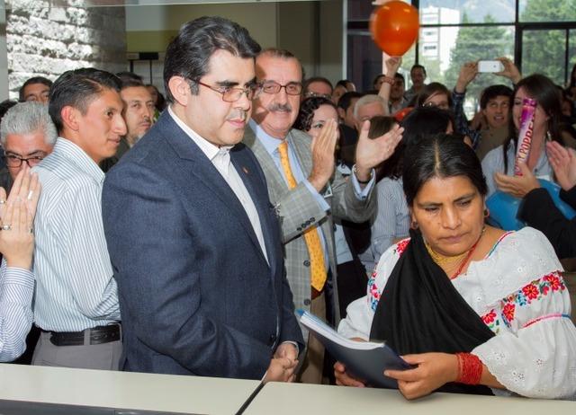 César Montaño inscribe su candidatura