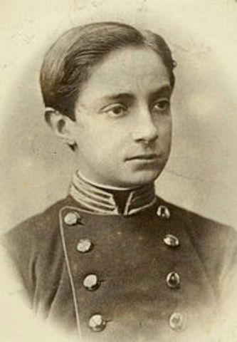 Alfonso de Borbón es proclamado rey.