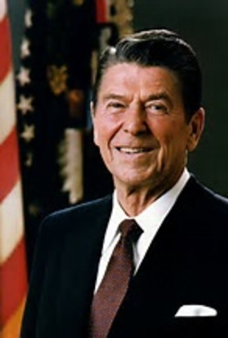 reagan anounces that he's running for republican presidency