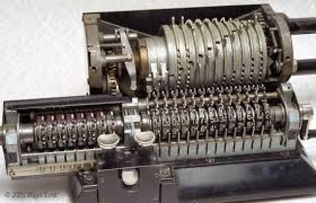 Primer máquina de calcular mecánica
