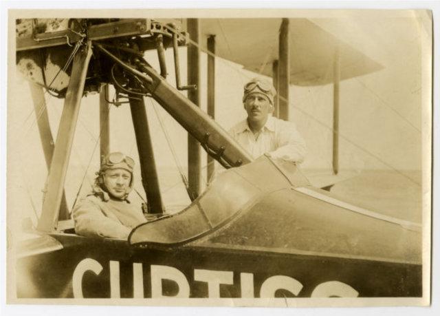 1915: Glenn Curtiss Airborne Sightseeing Service