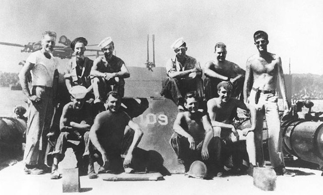 JFK joins the PT-101 crew