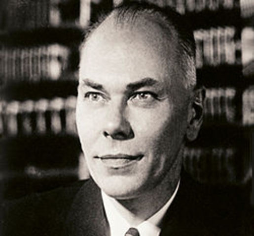 Другую идею релейного компьютера выдвинул в 1937 году аспирант Гарвардского университета Г. Айкен.