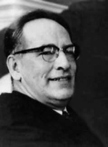 В 1942 году профессор электротехнической школы Мура Пенсильванского университета Д. Маучли представил проект