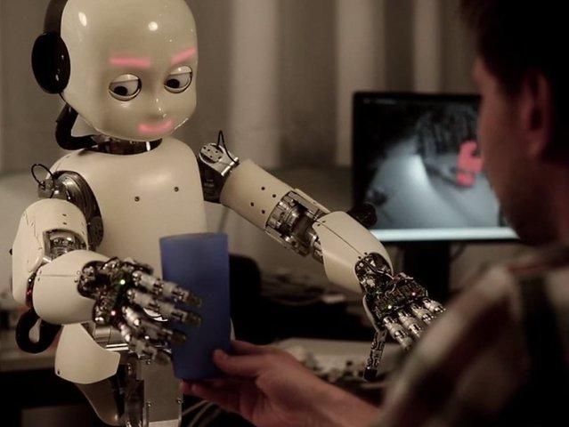 Роботов переводят на самообучение