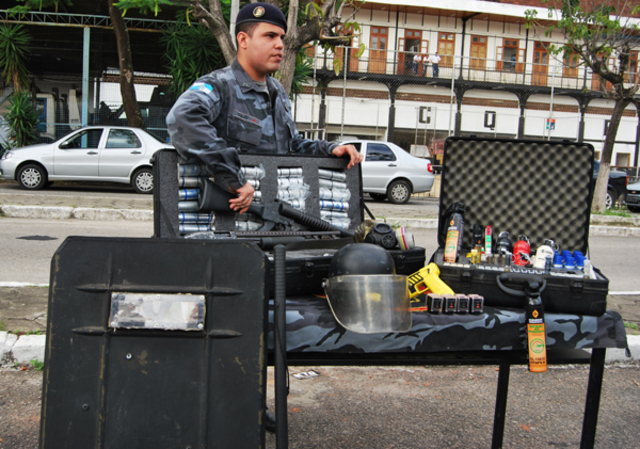 Início da utilização de armamento não-letal em UPPs