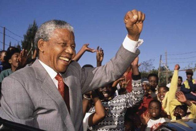 ELECCIÓ DE NELSON MANDELA COM A PRESIDENT DE SUD-ÀFRICA