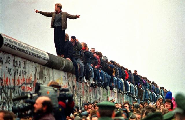 LA CAIGUDA DEL MUR DE BERLIN I LA REUNIFICACIÓ D'ALEMANYA (1989-1990)