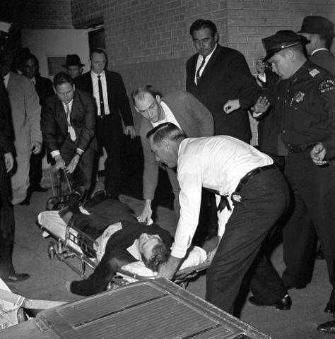 El presidente Kennedy fue asesinado por los Rothschild.