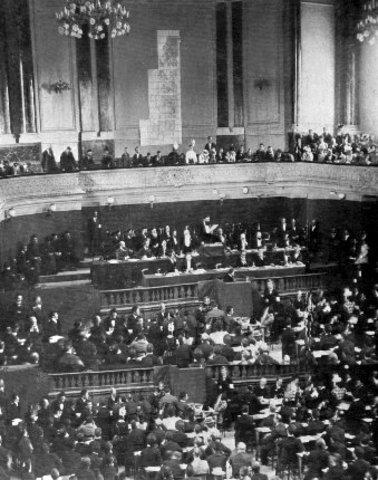 Los Rothschild forman el Congreso Sionista.