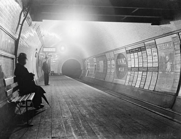 NM Rothschild & Sons refinancia el metro electronico de la empresa Ferrocarriles de Londres LTD.