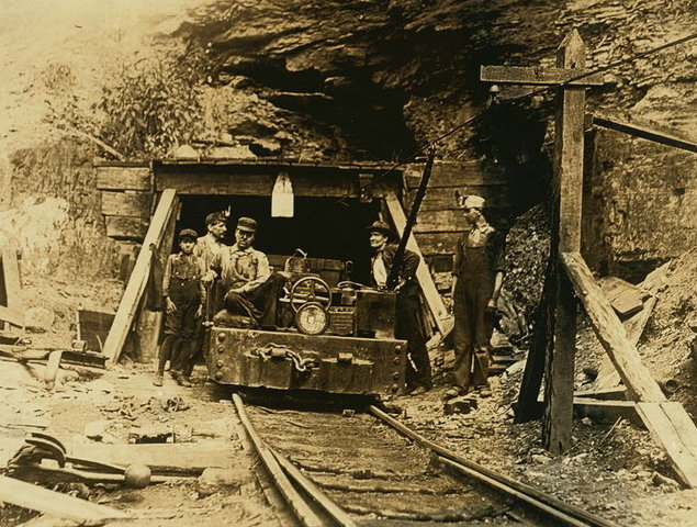 Salomon M.R. compra United Coal Mines y la compañia austroungara Blast Fumace Company.