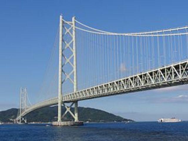 le pont du dètroit d'Akaski