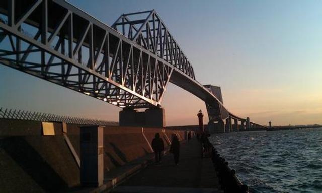 dinosaur tokyo gate bridge