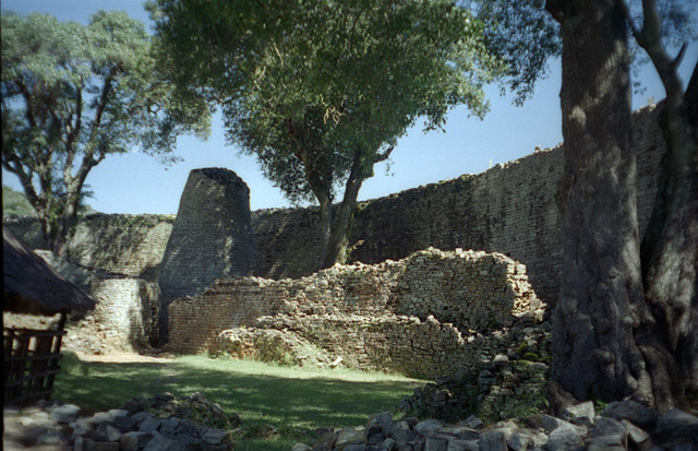 Great Zimbabwe Fortifies Its Capital