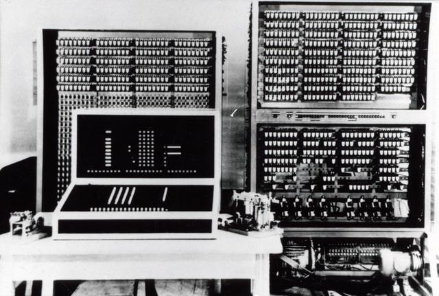 se crean las primeras computadoras electronicas.