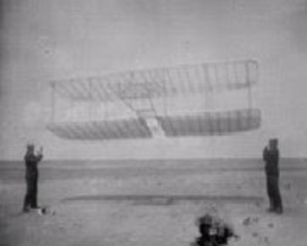 1900 - 1914: Los primeros vuelos en una aeronave más pesada que el aire.
