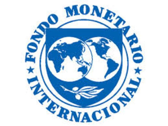 En Bretton Woods, New Hamshire se crea el Fondo Momentario Internacional (FMI) y el Banco Mundial , bajo influencia de los Rothschild.