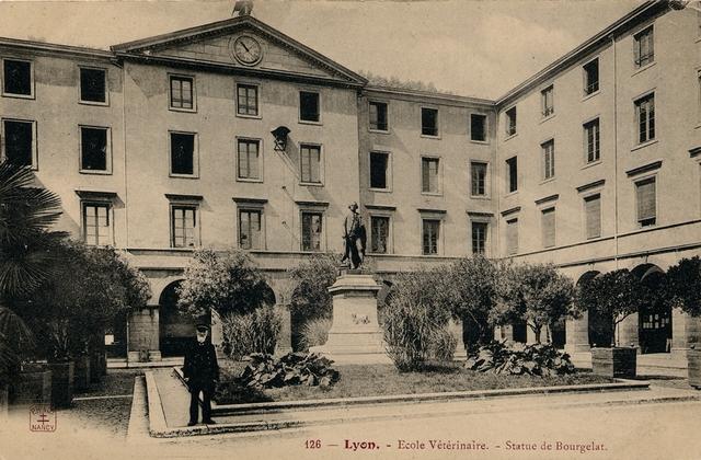 Segunda escuela de medicina veterinaria en Francia.