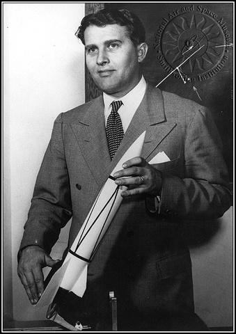 Von Braun arrives at Ft. Bliss, Texas