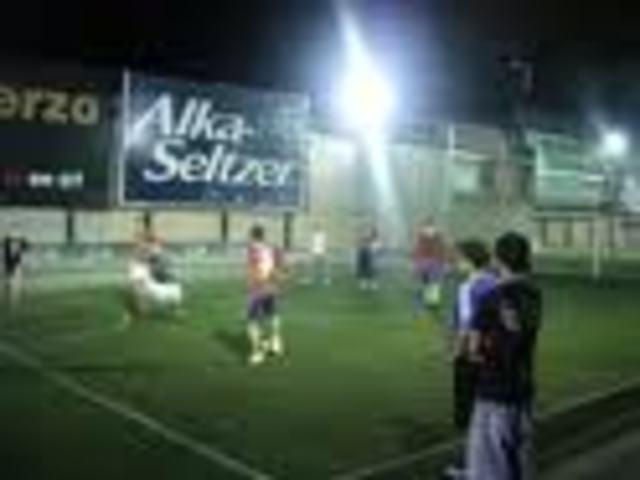 A jugar futbol