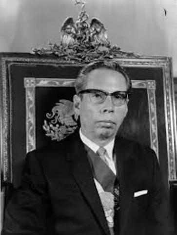 Gustavo Díaz Ordaz asume la presidencia de la República