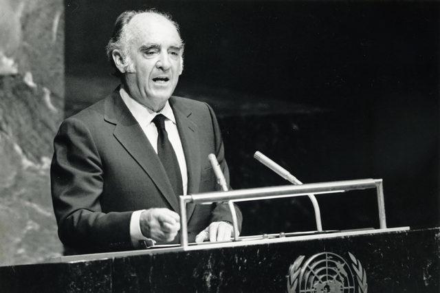 Asume la presidencia José López Portillo