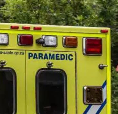 PARAMÉDIC appears on ambulances