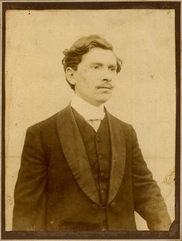 El líder revolucionario italiano,Giuseppe Mazzan ,es seleccionado por los illuminati ....
