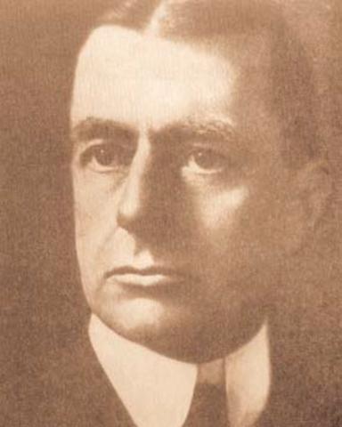 Bajo las ordenes de Jacob Schiff,el Council Foreign Relations(CFR) es fundada por Bernard Baruch y el Coronel Edward Mandell House.El primer trabajo del CFR era ganar el control de la prensa .