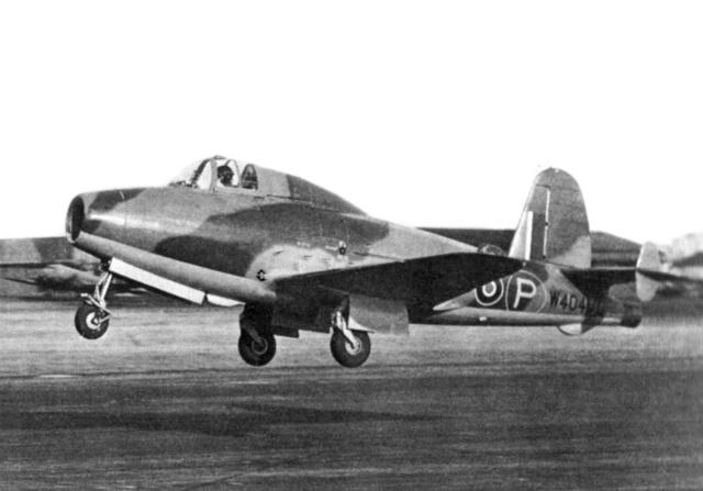 Primer vuelo de un avion de Reaccion