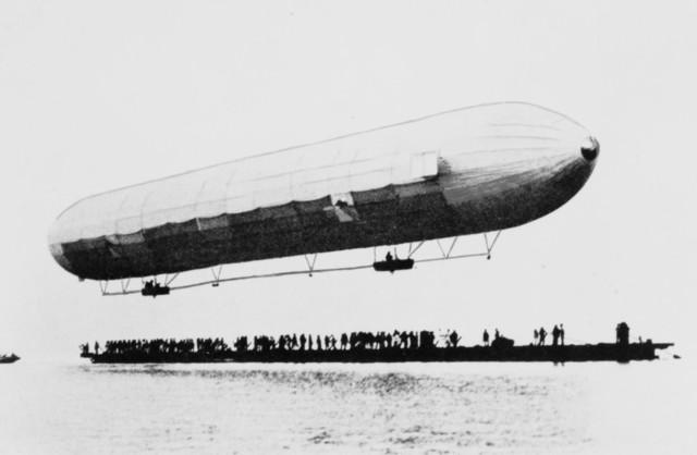 Primer vuelo de un dirigible