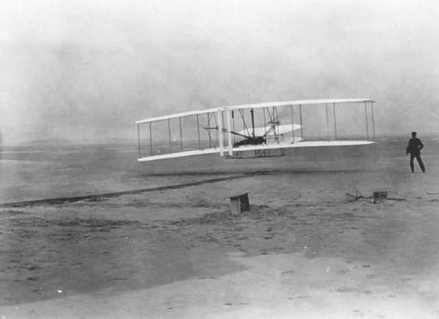 Hermanos Wright despegan