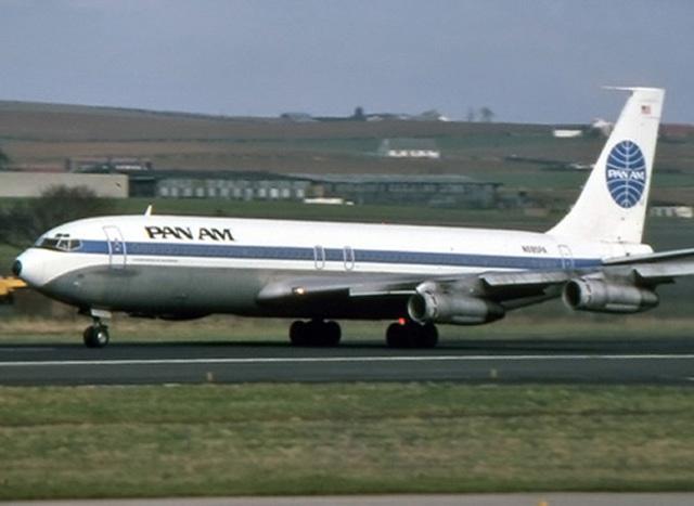 Entra a servivo Boeing 707