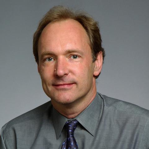 Tim Berners-Lee (TBL)  describe 18 elementos que incluyen el diseño inicial y relativamente simple de HTML