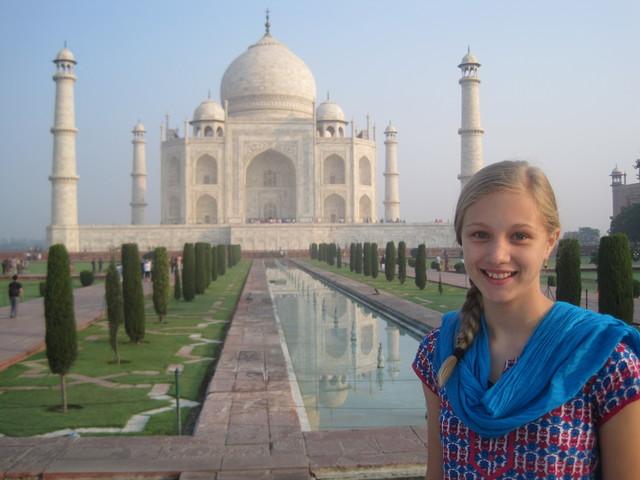 Viajé a la Taj Mahal con mi hermana, mi mama, y una amiga.