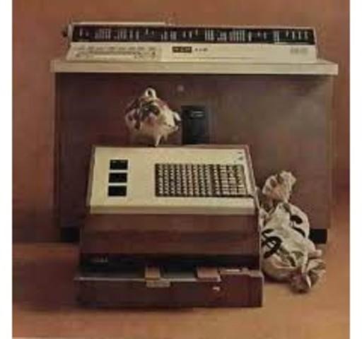 la primer mini computadora comercializada con éxito.