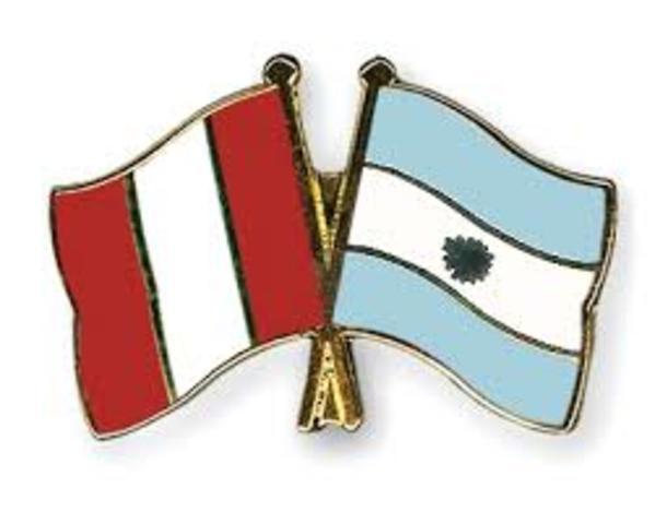 1993 Ingresa Internet a  Argentina y Peru