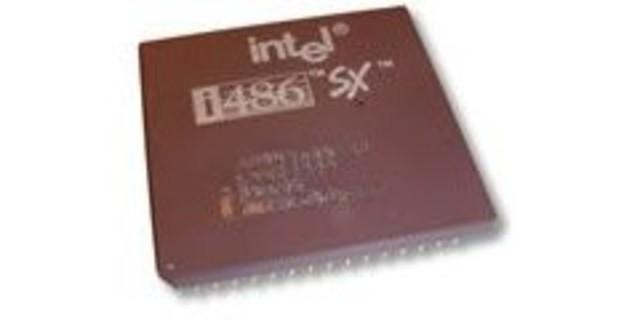 Intel lanzó el microprocesador 80486 y el i860 chip RISC/coprocesador