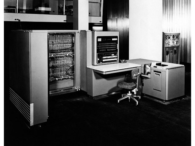 [IBM] Premier ordinateur de la marque