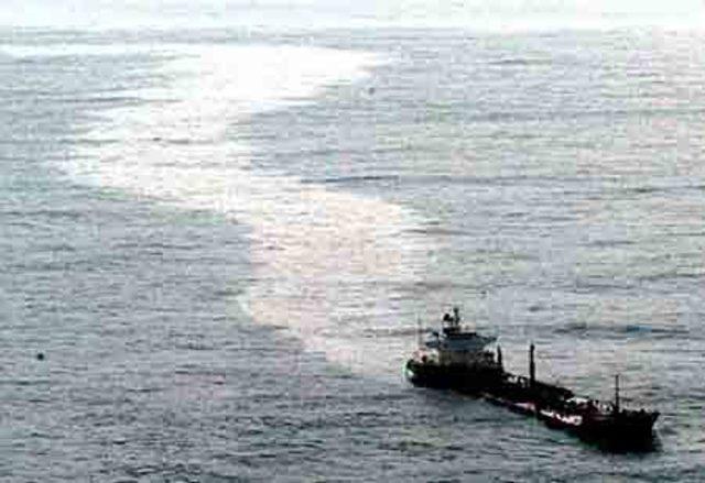 "Petroleiro de bandeira liberiana ""Sea Empress"""