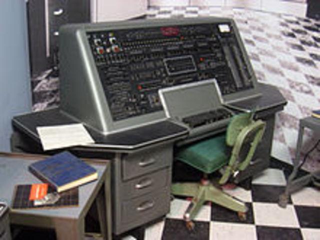 COMPUTADORA UNIVAC I (Universal Automatic Computer).