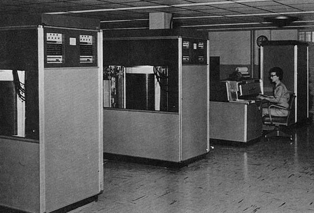COMPUTADORA IBM 305 RAMAC PRIMERA GENERACION
