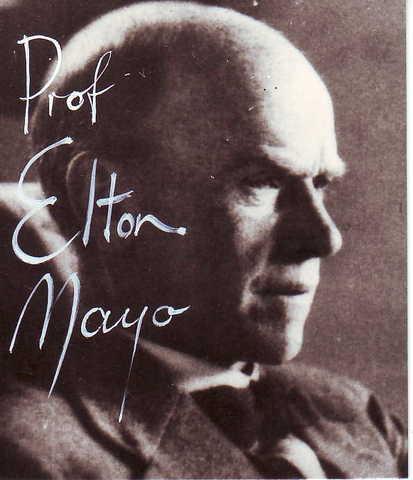 Nace Elton Mayo