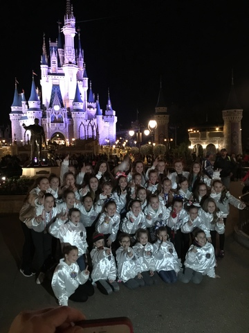 Hace un mes que el equipo de Gabi ganó la competencia nacional de animadoras en Disney.