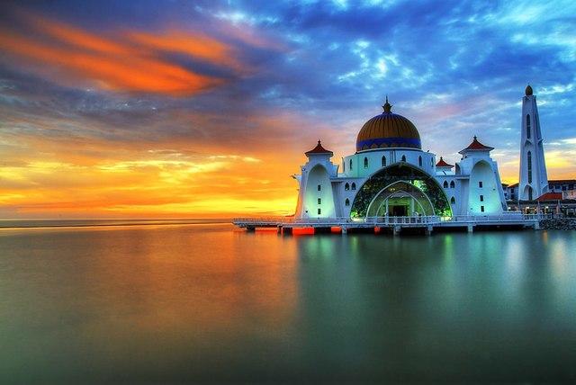 *Malacca Falls to the Dutch