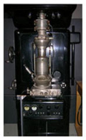 Создание первого просвечивающего электронного микроскопа